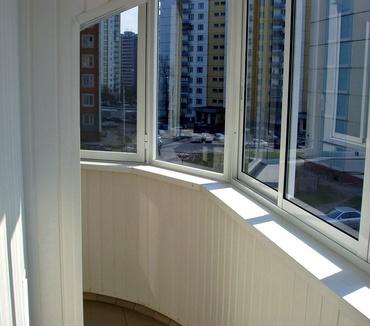 Холодное остекление балкона с закруглением профилем Проведал